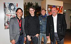 Erik Händler und Rolf Dielenschneider mit den Künstlern Andreas Jakobs und Elmar Lause / © Grendel & Henke PR