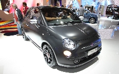 Zum Artikel Fiat 500 Black Jack in der Münchener Helmet Gallery