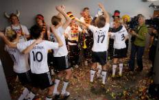 Zum Artikel Kampagne von Mercedes-Benz zur Fußball-WM startet